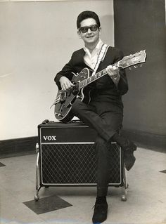 See Roy Orbison pictures, photo shoots, and listen online to the latest music. Rock And Roll, Rock & Pop, Roy Orbison, 60s Music, Music Icon, Travelling Wilburys, Nostalgia, Rock Legends, Blues Rock