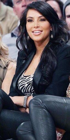 Kim Kardashian 2011 Looks - black leather pants, a zebra top, and a black blazer Kim Kardashian Meme, Kim Kardashian Before, Kim Kardashian Pregnant, Kim Kardashian Wedding, Kardashian Style, Kim Kadarshian, Looks Black, Beautiful Girl Image, My Idol