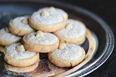 Hazelnut cookies ~Galletas de avellana  http://misrecetasfavoritas2.blogspot.tw/2012/12/galletas-de-avellana.html