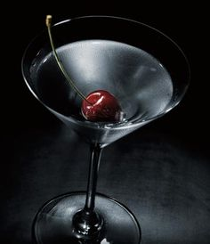 GREY GOOSE® CHERRY NOIR MIDNIGHT MARTINEZ
