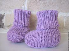 """Купить Вязанный комплект """"Сирень"""" (шапочка + пинетки) - сиреневый, однотонный, мериносовая шерсть, шапка Crochet Baby Socks, Crochet Baby Booties, Crochet Hats, Gloves, Slippers, Booty, Fashion, Bebe, Knitting Hats"""