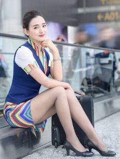 Asian Woman, Asian Girl, Women With Beautiful Legs, Airline Uniforms, Pin Up, Military Women, Women Legs, Sexy Stockings, Flight Attendant