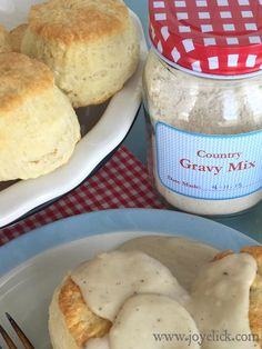 Homemade COUNTRY GRAVY mix: it was good. I would use or a little less milk to make it thicker ; a litrle more flavorful. Homemade Dry Mixes, Homemade Spices, Homemade Seasonings, Homemade Soup, Breakfast Desayunos, Breakfast Ideas, Breakfast Recipes, Sauces, Recipe Mix
