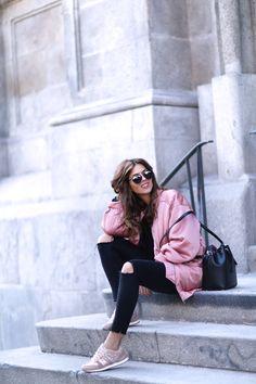 trendy-taste-look-street-style-otono-invierno-2016-bomber-rosa8