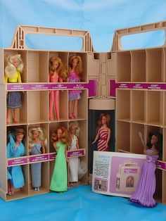 Glamor Gals.... does anyone besides me remember these? I even had that case.