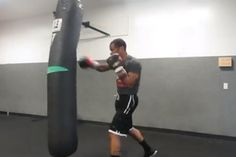 Boxing Workout Video 02/22/14  10 Rounds – Jabs – Right Cross – Body Shots – Combinations