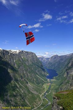 Paragliding with Norwegian flag, mountains, fjord Norwegian People, Norwegian Flag, Places To Travel, Travel Destinations, Places To Visit, Land Of Midnight Sun, Norway Viking, Beautiful Norway, Nature Images