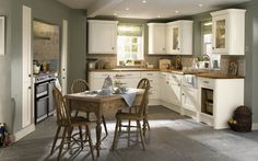 In this post we have gathered 20 country style kitchen decor ideas for your inspiration. Green Kitchen Walls, Kitchen Tiles, Kitchen Decor, Kitchen Units, Family Kitchen, New Kitchen, Kitchen Country, Olive Kitchen, Kitchen Colour Schemes