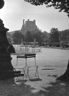 Jardin des Tuileries, 1951. Photographed by Robert Doisneau.