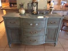 Bought this vintage buffet for $60. I wanted to try out a different type of distressed paint look and found this interesting method called Dry Paint Distressing. Dry Brush Painting, Vintage Buffet, Brown Furniture, Steel Wool, Types Of Painting, Paint Drying, Distressed Painting, Painting Techniques, Fun Crafts