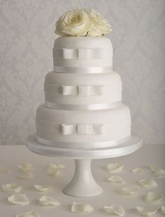 Bow Wedding Cake ❤ http://www.maisiefantaisie.co.uk/simple-wedding-cake.html