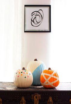 Calabazas decoradas en varios colores
