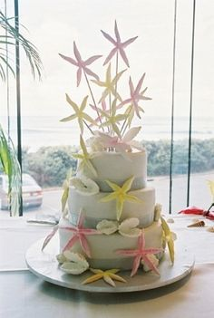 This beach-themed wedding cake is really fun...