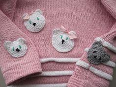 Katten efter musen - rundt på hele blusen #knitting #cat #mouse #design #gallerigavlen #homemade