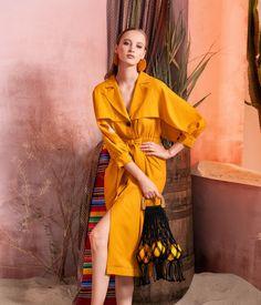 Вдохновением для новой летней коллекции от Alena Goretskaya стала Африка. Это яркая цветовая палитра, смешение стилей, анималистические и этнические принты, натуральные материалы, фурнитура и, конечно же, авторские аксессуары, которые дополнили и завершили образы, ярко отражающие стиль коллекции.  #alenagoretskaya #аленагорецкая #лето2020 #летнийобразженский #летнийобраз #тренды2020 #мода2020 #летнийобразнаработу #весна2020 #африка #образналето #платье #аксессуары2020 #аксессуары #хлопок…