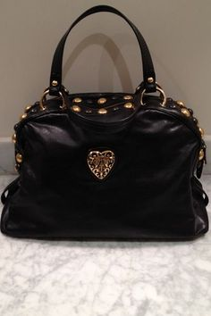 Gucci Satchel Purse and the only thing I even like about it is the heart lol Gucci Purses, Gucci Handbags, Tote Handbags, Purses And Handbags, Gucci Gucci, Tote Bags, Designer Handbags, Satchel Purse, Fashion Styles