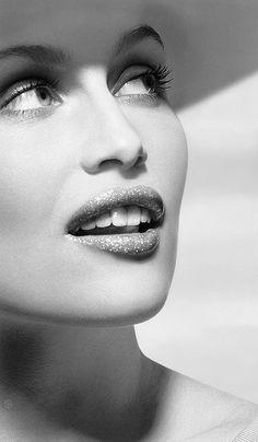 Smartologie: Laetitia Casta for LUI Magazine December 2014 Laetitia Casta, Yvonne De Carlo, Claudia Schiffer, Black And White Portraits, Black And White Photography, Gwyneth Paltrow, Papa Francisco I, Beautiful Models, Most Beautiful Women