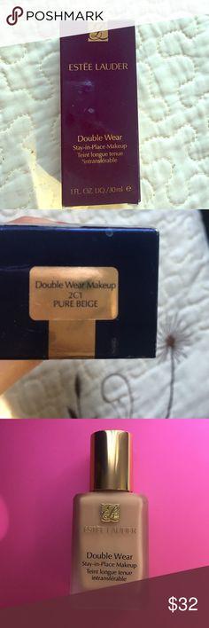 Estée Lauder Double Wear In the color 2NC1 pure beige Estee Lauder Makeup Foundation