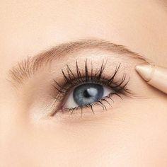 #EyelinerForBeginners Smudge Proof Eyeliner, Waterproof Eyeliner Pencil, How To Apply Eyeliner, Eyebrow Pencil, Waterproof Makeup, Thrive Cosmetics, Eye Highlighter, Make Eyes Pop, Tubing Mascara