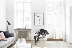 Vasastan vardagrsum soffa lampa kuddar tavla ton i ton färg