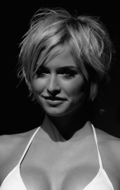 Stylish Messy Bob Hairstyles Ideas For Beauty Women 15 Bob Hairstyles For Fine Hair, My Hairstyle, Messy Hairstyles, Hairstyle Ideas, Gorgeous Hairstyles, Bandana Hairstyles, Layered Hairstyles, Hairstyles 2016, Casual Hairstyles