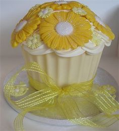 Sunny Daisy giant cupcake!!! Bebe'!!! Wow, what a precious mouthful of cupcake!!!