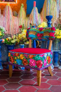 Mexican Dream chairs, handmade with mexican embroidery and velvet. Bohemian style wohnkultur Mexican Dream chairs, handmade with mexican embroidery and velvet. Mexican Home Decor, Funky Home Decor, Eclectic Decor, Mexican Bedroom, Mexican Furniture, Funky Furniture, Painted Furniture, Furniture Ideas, Mexican Embroidery
