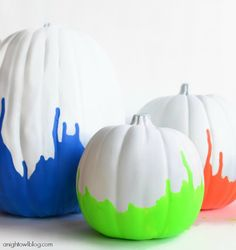 Painted pumpkins are so fun for Halloween. Enjoy these creative pumpkin painting ideas! Halloween Chic, Feliz Halloween, Holidays Halloween, Halloween Pumpkins, Halloween Crafts, Holiday Crafts, Holiday Fun, Halloween Decorations, Happy Halloween