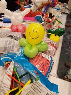 Een ballon, een ballon, een ballonnetje. Een ballonnetje dat danst in de wind. Ballonnen, wat