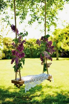 Lilac branches tied to a garden swing . Full details on Modern Country Style b. Lilac branches t Diy Garden, Dream Garden, Summer Garden, Boho Garden Party, Garden Of Eden, Garden Trellis, Secret Garden Parties, Secret Garden Theme, Modern Country Style