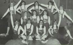 1980s high school cheerleaders Cheerleading Pictures, Cheerleading Outfits, 80s Kids, Teen Fashion, 1980s, Past, Nostalgia, High School, History