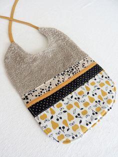 Bavoir , serviette de table en tissu éponge taupe et tissu en coton