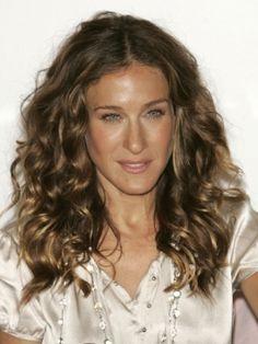 Sarah Jessica Parker natural curly hairstyle. Love her hair/Sara Džesika Parker,prirodno kovrdžava frizura. Obožavam njenu kosu