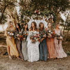 This gorgeous boho Rue bride Brooke in the Beau gown, with these perfect tonal b. This gorgeous boho Rue bride Brooke in the Beau gown, with these perfect tonal bridesmaid dresses 🙌🏼 . Wedding Bells, Wedding Ceremony, Wedding Venues, Wedding App, Outdoor Ceremony, Wedding Ring, Fall Bridesmaid Dresses, Boho Bridesmaids, Different Bridesmaid Dresses