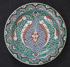 Dish with scale-pattern design   Iznik, Turkey, ca. 1575-1580   Earthenware; polychrome painted under transparent glaze   The Metropolitan Museum of Art, New York