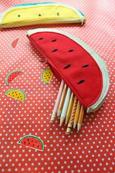 DIY Watermelon Zipper Pouch for Summer | This fun and flavorful pencil pouch is perfect for back to school season! #handbagdiy