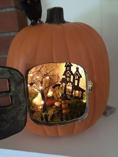 Pumpkin Diorama New Astonishing Trend To Decorate Your Pumpkins This Fall (diy projects Most Creative DIY Halloween Fairy Garden Design IdeasFun-Kin Pumpkin Diorama Source byHalloween Fairy Garden - Elegant Halloween Fairy Garden, Hallow Diy Halloween, Humour Halloween, Halloween Diorama, Adornos Halloween, Holidays Halloween, Halloween Pumpkins, Halloween Room Decor, Halloween Magic, Halloween Village