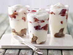 Erdbeer-Espresso-Schichtspeise - mit Orangenquark - smarter - Kalorien: 192 Kcal - Zeit: 30 Min.   eatsmarter.de