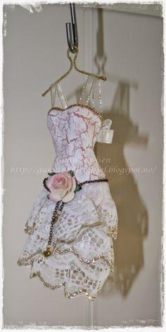 Gunns Papirpyssel 3D, papirbretting, paperfolding, papirkjole, paper dress, dress, scrapbooking, scrapbook