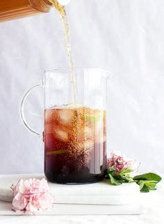 Perfect tea drink for Spring and Summer. This Cold brew mint blueberry iced tea uses very few ingredients and is so simple to make. Fresh limes and mint add even more flavor.