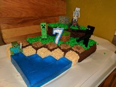 My brother and sister-in-law love their son very much. For my nephew's seventh birthday they spent several days designing and building this creative Minecraft cake and goodies. I was blown away and had to share their creation. Homemade Minecraft Cakes, Easy Minecraft Cake, Minecraft Party, Minecraft Skins, Minecraft Houses, Creeper Minecraft, Minecraft Crafts, Minecraft Bedroom, Minecraft Furniture