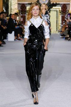 ad3005a53cf83 Guarda la sfilata di moda Balmain a Parigi e scopri la collezione di abiti  e accessori