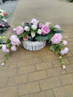 Cemetery Flowers, Christmas Bows, Funeral Flowers, Casket, Ikebana, Flower Designs, Greenery, Flower Arrangements, Diy And Crafts