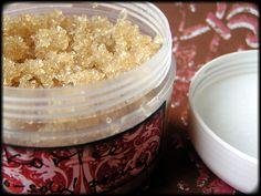 cukrovo-solný tělový peeling - skořice Cukrovo-solný peeling smandlovým olejem, obohacený o éterický olej.Obsahuje výhradně přírodní složky (nerafinovaný třtinový cukr, sůlz Mrtvého moře,mandlový olej, éterický olej ze skořice). Charakteristika a účinky jednotlivých složek: Peeling odstraňuje zpokožky odumřelé buňky a prokrvuje ji, čímž ji ...