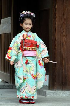 People dress their children in beautiful th m tr i s 224 n soloha