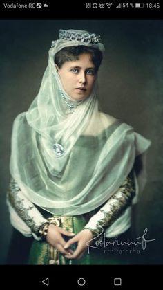 Regina Maria Landed Gentry, Queen Mary, Romania, Royalty, People, Edinburgh, Descendants, Dresses, Tapestry