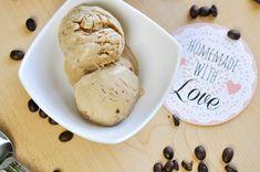 Cafe au lait Eis mit Schoko Keksteig-Stückchen - Bumblebee im Ketoland Stevia, Oreo, Ice Cream, Homemade, Desserts, Food, Soft Serve, Almond Milk, Treats