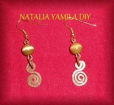 Aros pendientes artesanales de cuentas y alambre de cobre handmade beads and coopper wire earring VER TUTORIAL