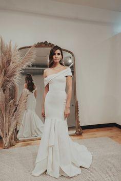 Sarah Seven Bridal Fall 2019 - Wedding inspirations - brautkleid Sarah Seven Bridal, Sarah Seven Wedding Dresses, Wedding Dress Trends, Designer Wedding Dresses, Wedding Attire, Bridal Dresses, Civil Wedding Dresses, June Bug, Bridal Fashion Week