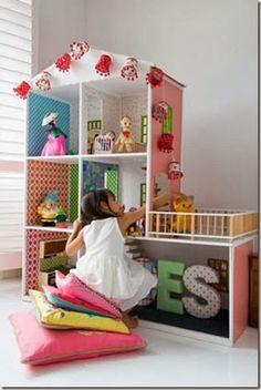 Trendy w pokoju dziecięcym: domek dla lalek
